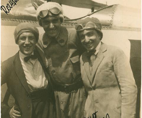 Depero con Rampa-Rossi e Azari in occasione del lancio di volantini su Torino nel 1922